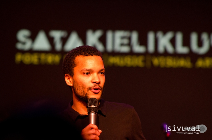 Finnis host and stand-up-comedian Joonatan Pitkänen introducing the poets of the night [Photo by: Jaime Culebro]